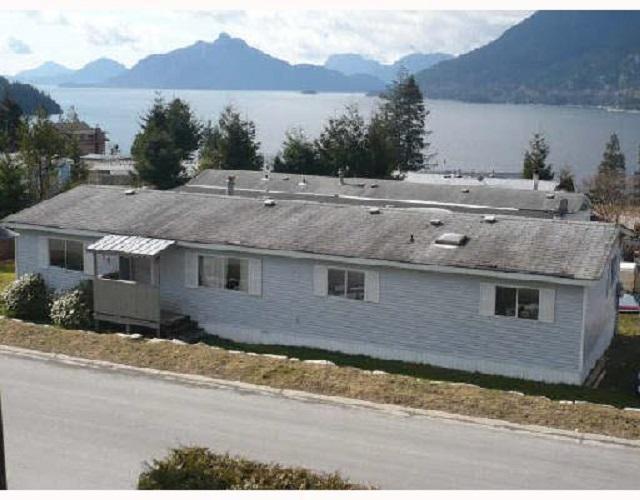 727 Upper Crescent, Squamish, BC V0N 1J0 (#R2348582) :: Vancouver Real Estate