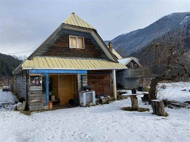9510 Pemberton Portage Road, Pemberton, BC V0N 1L0 (#R2490742) :: Homes Fraser Valley