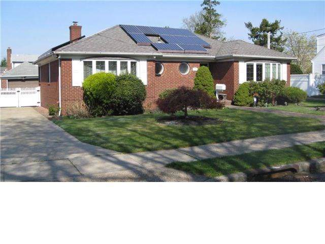 25 Daffodil Avenue, Franklin Square, NY 11110 (MLS #436215) :: RE/MAX Edge