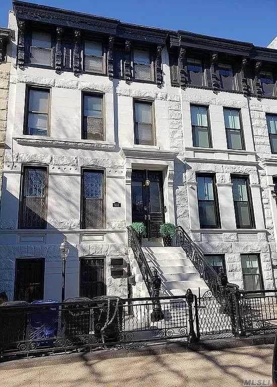 637 Macon Street, BROOKLYN, NY 11233 (MLS #454133) :: Team Gio | RE/MAX