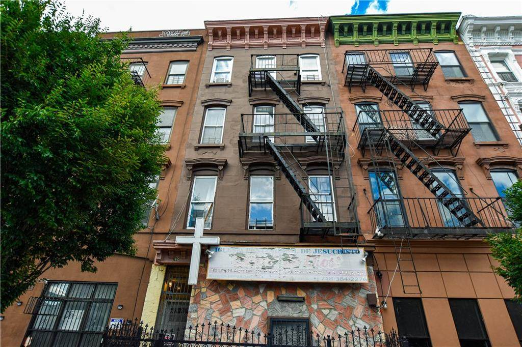 695 Dekalb Avenue - Photo 1