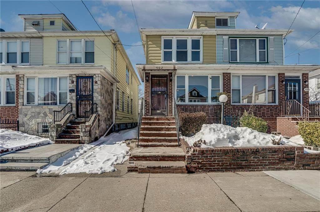 902 48 Street - Photo 1