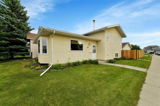 95 Castle Crescent, Red Deer, AB T4P 2E8 (#A1030727) :: Canmore & Banff