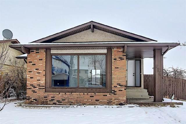 984 Berkley Drive NW, Calgary, AB T3K 1A3 (#A1051634) :: Calgary Homefinders