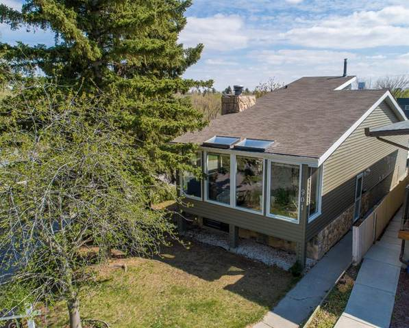901 32 Avenue NW, Calgary, AB T2K 0B1 (#A1110821) :: Calgary Homefinders