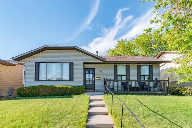 7 Castleridge Crescent, Calgary, AB T3J 1N6 (#A1115044) :: Western Elite Real Estate Group