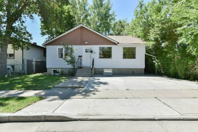 725 8th Street SE, Medicine Hat, AB T1A 1M6 (#A1115758) :: Greater Calgary Real Estate