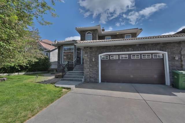 125 Signature Close SW, Calgary, AB T3H 2V6 (#A1115988) :: Calgary Homefinders