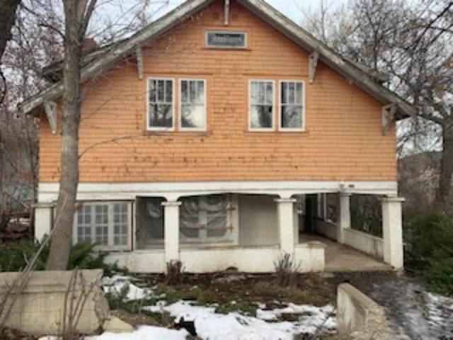 324 4 Street SE, Medicine Hat, AB T1A 0K2 (#A1117020) :: Calgary Homefinders