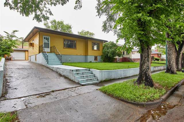 330 4 Street NW, Medicine Hat, AB T1A 6M8 (#A1118432) :: Greater Calgary Real Estate