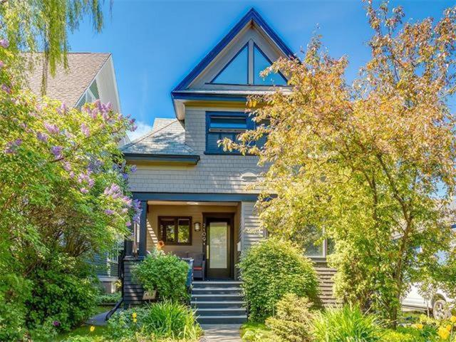 2109 14A Street SW, Calgary, AB T2T 3W9 (#C4238732) :: Canmore & Banff