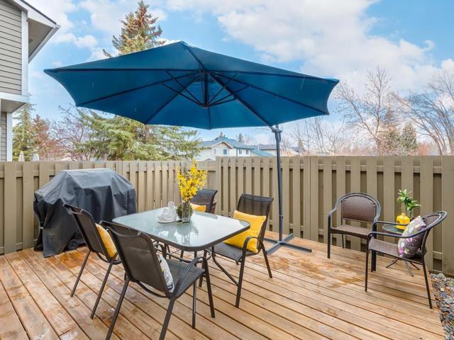149 Woodglen Grove SW, Calgary, AB T2W 4J9 (#C4243450) :: Redline Real Estate Group Inc