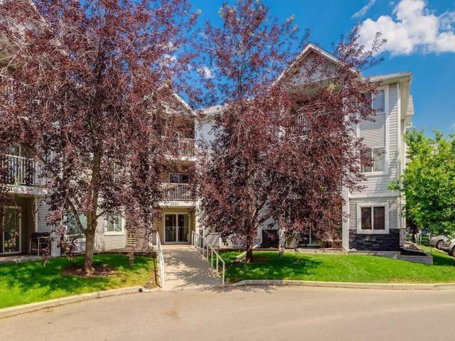 3212 Valleyview Park SE, Calgary, AB T2B 3R6 (#C4257688) :: Redline Real Estate Group Inc