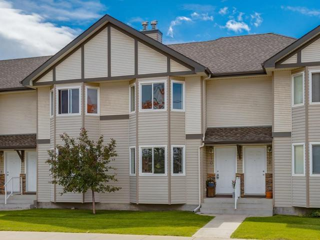 10 Royal Birch Villa(S) NW, Calgary, AB T3G 5V2 (#C4257758) :: The Cliff Stevenson Group