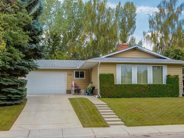 703 Cedarille Way SW, Calgary, AB T2W 2G9 (#C4262993) :: Virtu Real Estate