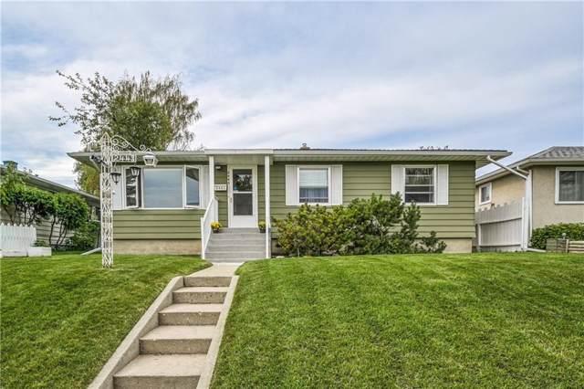 2443 23 Street NW, Calgary, AB T2M 3Y3 (#C4267811) :: Virtu Real Estate