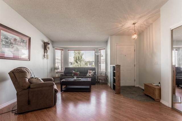 35 Rundlelawn Green NE, Calgary, AB T1Y 6S5 (#A1016553) :: Redline Real Estate Group Inc