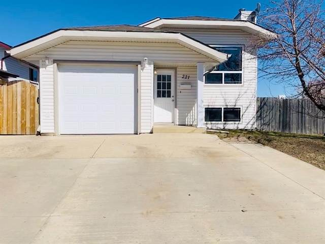 221 Becker Crescent, Fort Mcmurray, AB T9K 1M6 (#A1102423) :: Calgary Homefinders
