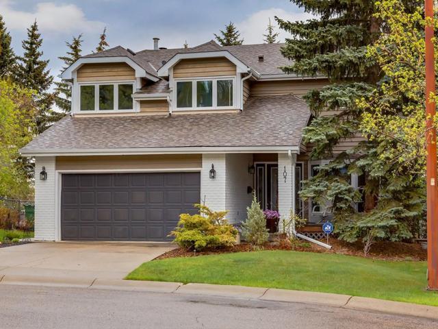 107 Stravanan Bay SW, Calgary, AB T3H 1H3 (#C4243990) :: Redline Real Estate Group Inc