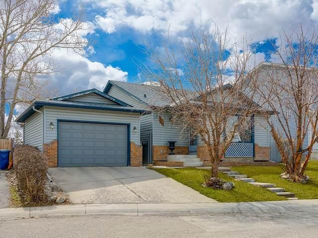 28 Castleglen Crescent NE, Calgary, AB T3J 1N3 (#C4294713) :: Redline Real Estate Group Inc