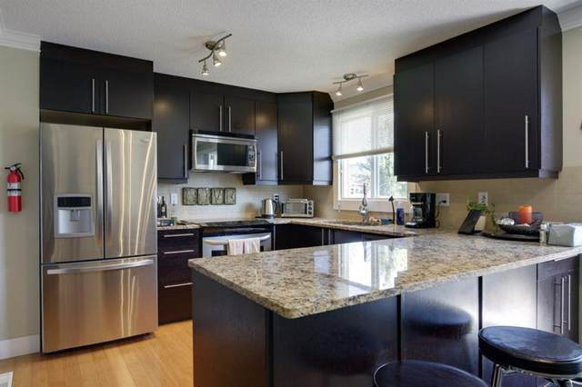 172 Woodglen Grove SW, Calgary, AB T2W 4S8 (#A1030510) :: Canmore & Banff