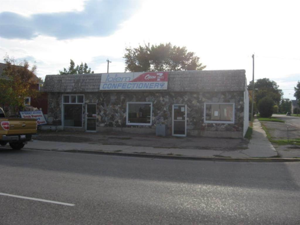 4725 1 Street - Photo 1