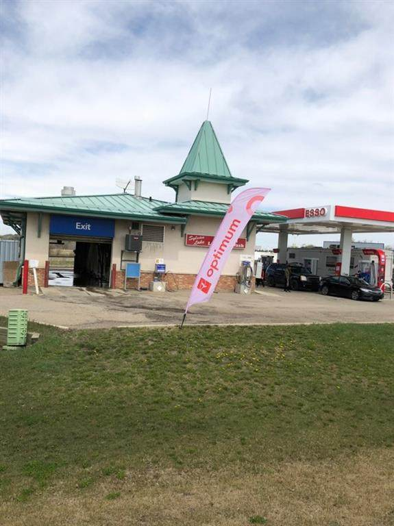 2 Highway 11A Highway, Sylvan Lake, AB T4S 1Z7 (#A1021178) :: Canmore & Banff