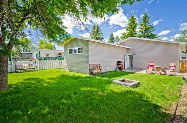 823 Bay Road, Strathmore, AB T1P 1E3 (#A1035380) :: Canmore & Banff