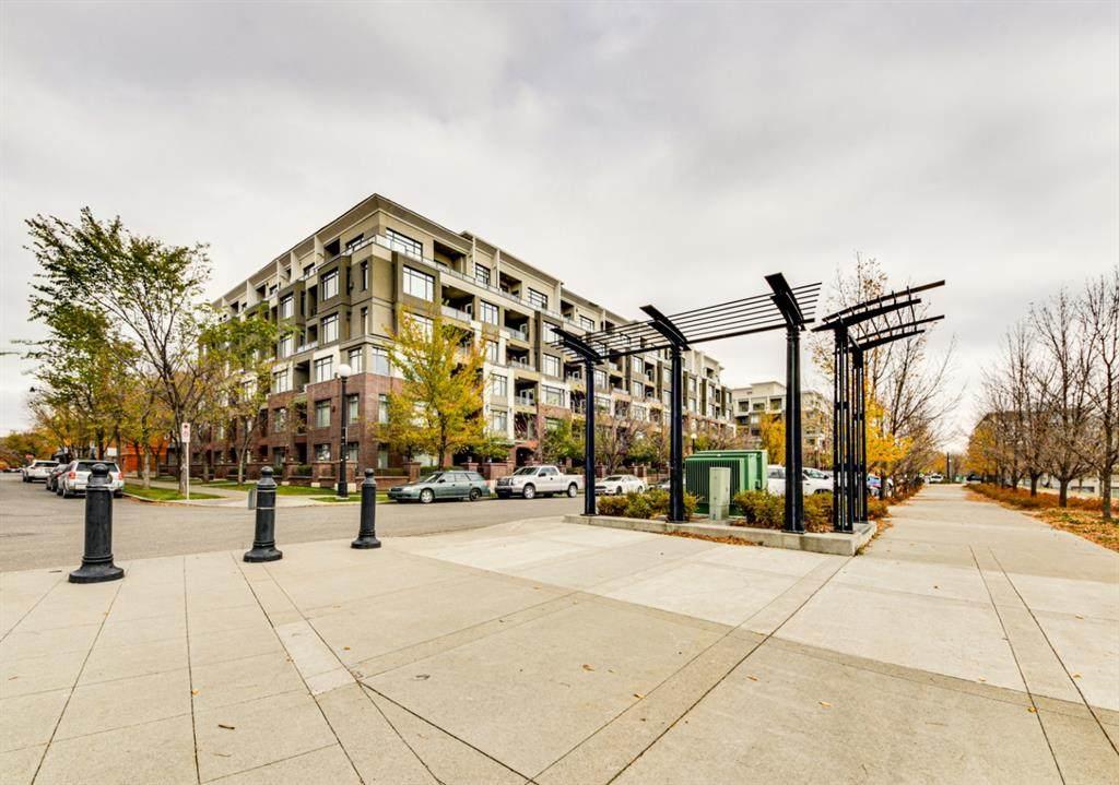 910 Centre Avenue - Photo 1