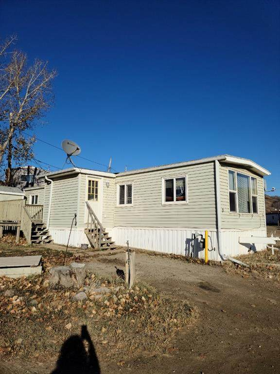 9301 102 Street #9, Peace River, AB T8S 1B1 (#A1045761) :: Redline Real Estate Group Inc