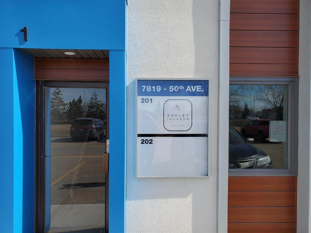 7819 50 Avenue - Photo 1