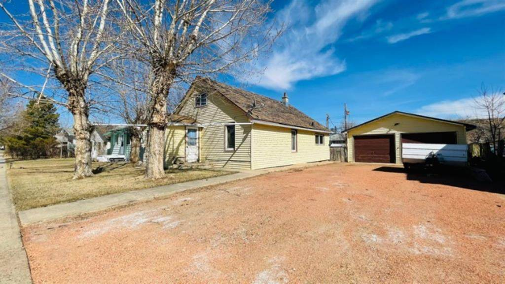 722 and 724 2 Street - Photo 1