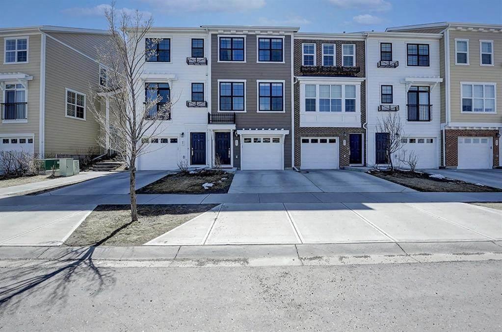 559 Sherwood Boulevard - Photo 1