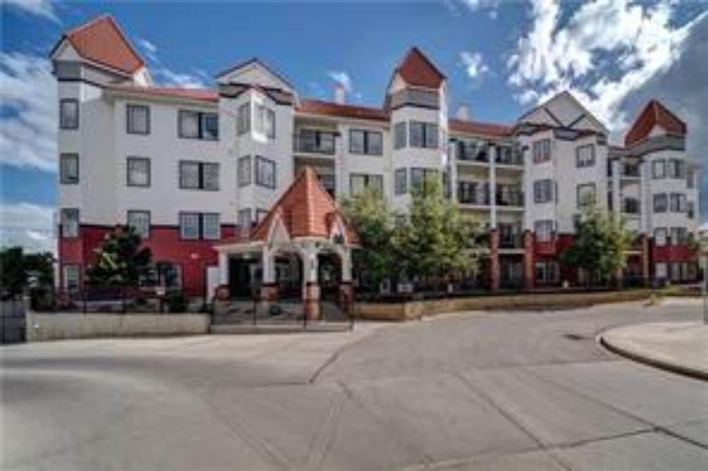 60 Royal Oak Plaza - Photo 1