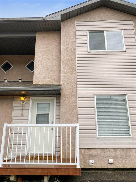 10150 121 Ave, Grande Prairie, AB T8V 8H2 (#A1145709) :: Calgary Homefinders