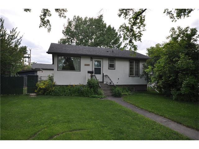 2225 27 Street SE, Calgary, AB T2B 0P9 (#C4125142) :: Tonkinson Real Estate Team