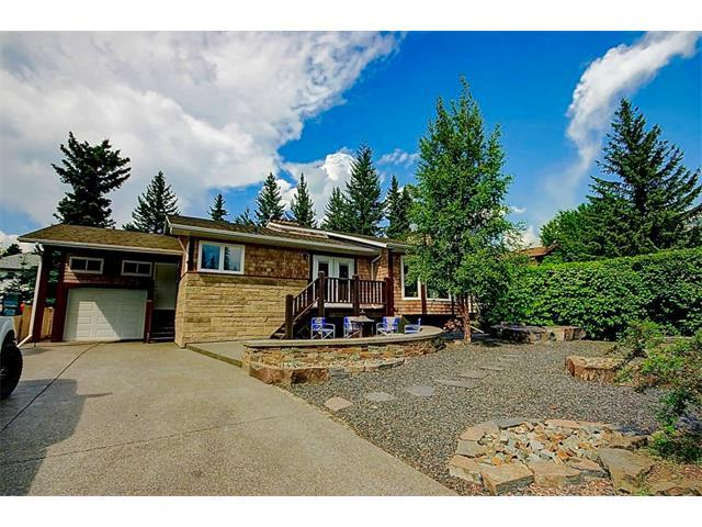 245 Grizzly Crescent, Canmore, AB T1W 1B8 (#C4133121) :: Canmore & Banff