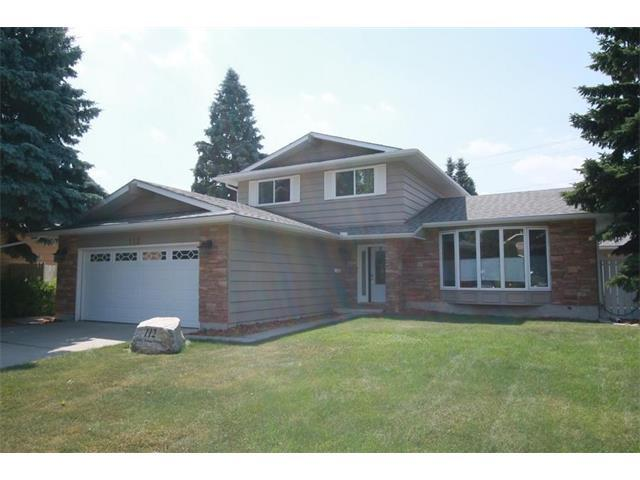 112 Lake Tahoe Green SE, Calgary, AB T2J 4X6 (#C4133944) :: Tonkinson Real Estate Team