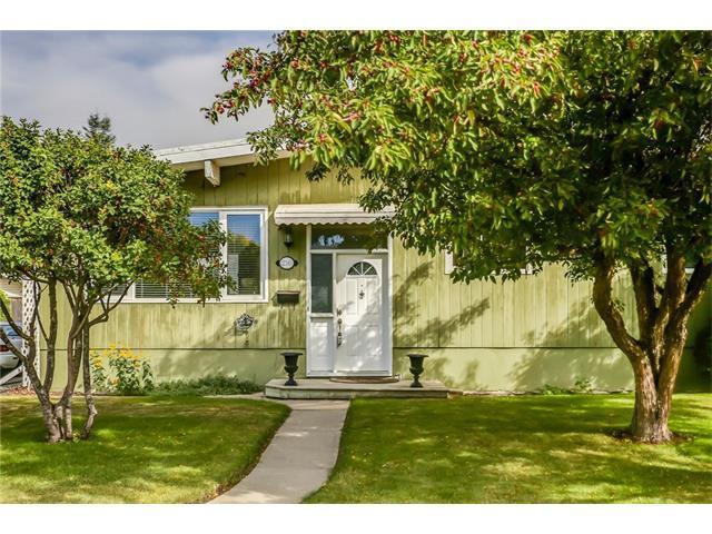 216 Westwood Drive SW, Calgary, AB T3C 2W3 (#C4137263) :: Redline Real Estate Group Inc