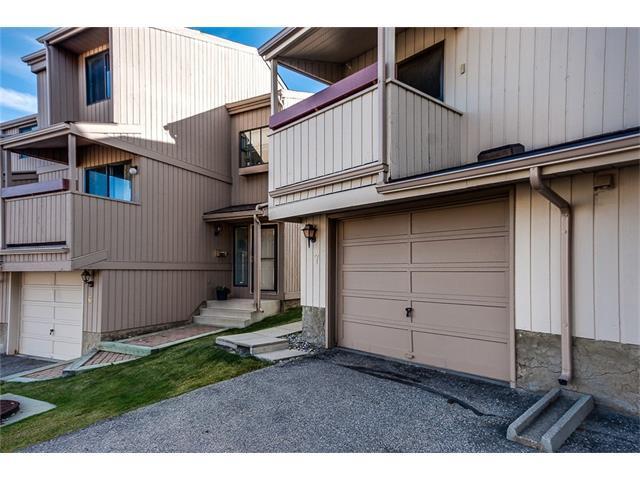 225 Berwick Drive NW #7, Calgary, AB T3K 1P6 (#C4142341) :: Tonkinson Real Estate Team
