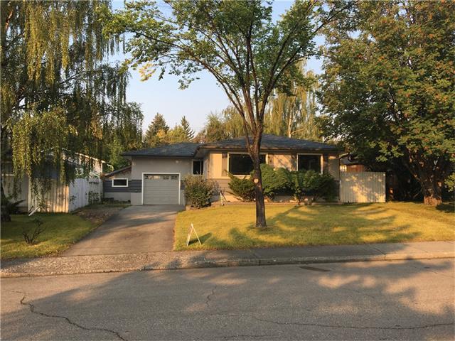 67 Warwick Drive SW, Calgary, AB T3C 2R5 (#C4144500) :: Redline Real Estate Group Inc