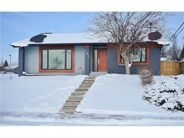704 Lake Lucerne Drive SE, Calgary, AB T2J 3C5 (#C4145306) :: Redline Real Estate Group Inc