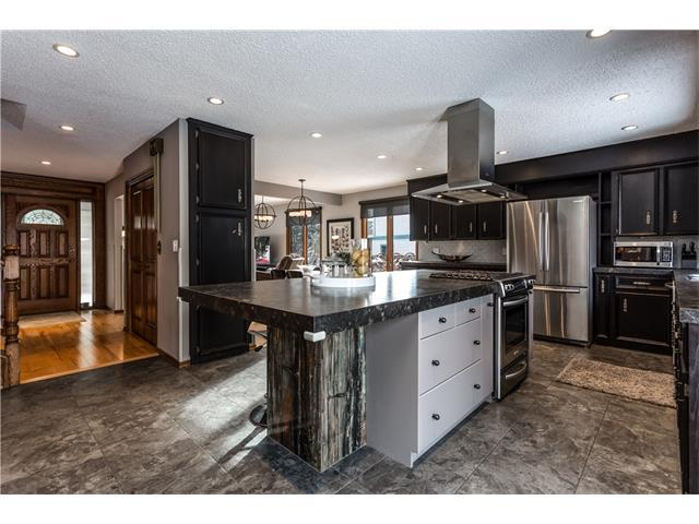 703 Strathcona Drive SW, Calgary, AB T3H 1P2 (#C4145590) :: Redline Real Estate Group Inc