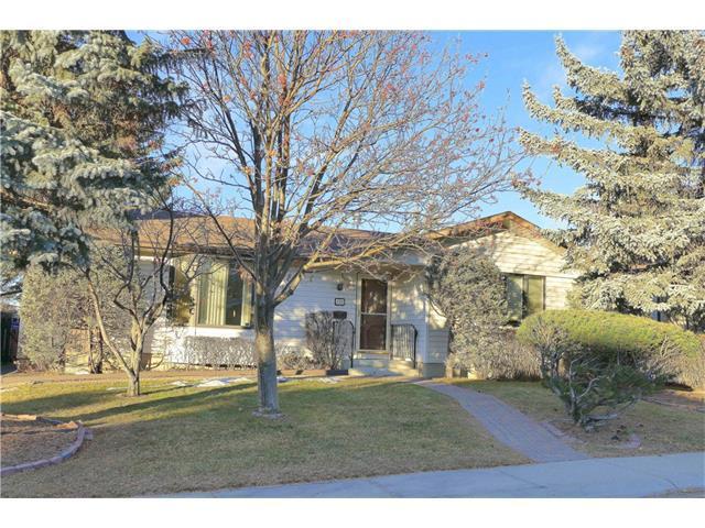 251 Silvercreek Way NW, Calgary, AB T3B 4H4 (#C4146770) :: Canmore & Banff