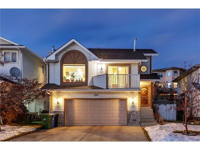 137 Hawkdale Close NW, Calgary, AB T3G 3A6 (#C4162684) :: Redline Real Estate Group Inc