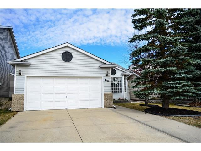 68 Hawktree Close NW, Calgary, AB T3G 3T3 (#C4163073) :: Redline Real Estate Group Inc