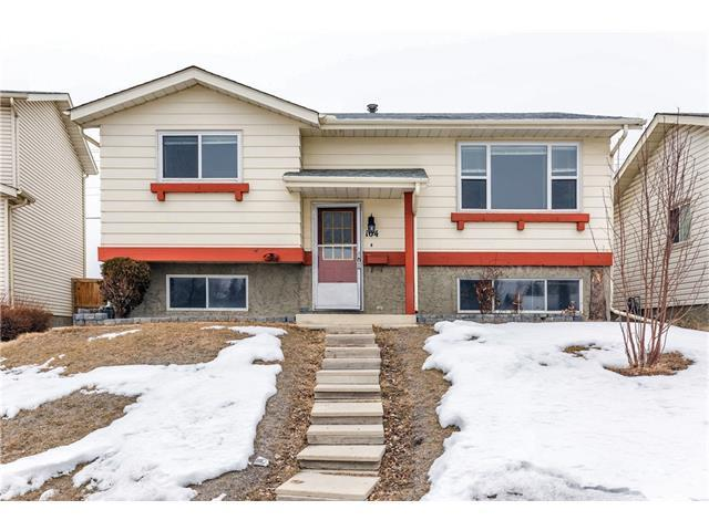 104 Castledale Cres Ne Crescent NE, Calgary, AB T3J 1X4 (#C4163521) :: Redline Real Estate Group Inc
