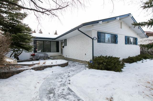 7315 61 Avenue NW, Calgary, AB T3B 3W7 (#C4164365) :: The Cliff Stevenson Group