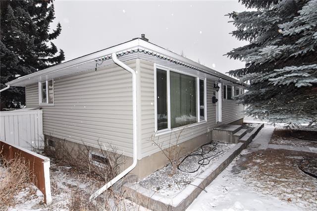 16 Northmount Crescent NW, Calgary, AB T2K 2V5 (#C4164671) :: The Cliff Stevenson Group