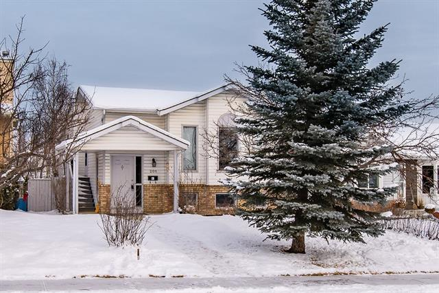 201 Shawfield Road SW, Calgary, AB T2Y 2J7 (#C4164907) :: The Cliff Stevenson Group